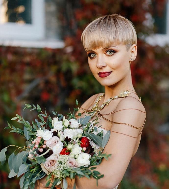 Ein Beispiel einer modischen Hochzeitsfrisur